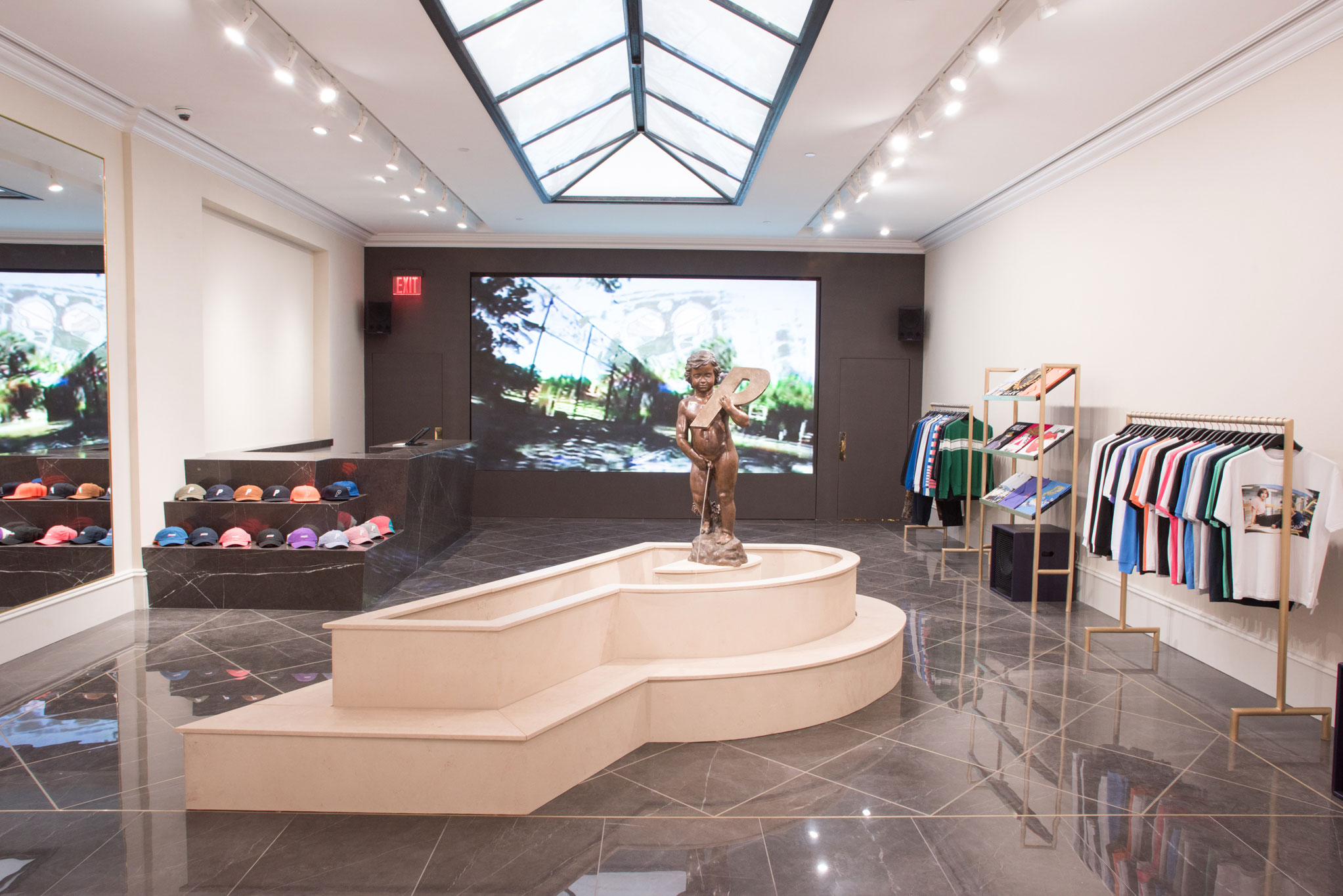 New york shop palace for Store fenetre new york